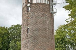 Der ehemalige Wasserturm der Marineschule in Flensburg wird jetzt von einer Familie mit zwei Kindern bewohnt