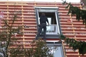 Einbau der Dachfenster in das Bestandsgebäude<br />