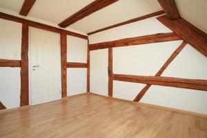 Trotz Innendämmung blieb in vielen Räumen die Fachwerkkonstruktion sichtbar<br />
