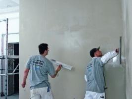 Q3 verspachtelte Oberflächen sind grundsätzlich für den üblichen Gebrauch geeignet. Wichtig ist in jedem Fall eine fachgerechte Ausführung und Trockenbau- und Malerarbeiten inklusive der  Grundierung<br />Foto: Knauf / Gallandi<br />