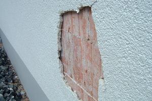 Fassadenschäden, hervorgerufen durch einen feuchten Putzgrund<br />