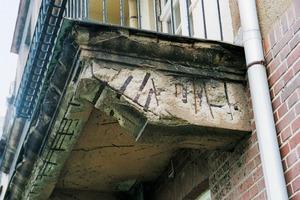 Sanierungsfall: Die aus Stahlbeton gebauten Balkone der Meyer'schen Häuser in Leipzig<br /><br />