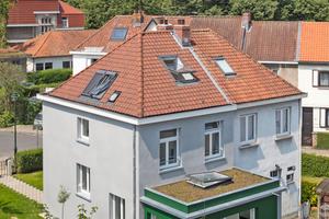 """Die im Anderlechter Stadtteil """"Bon Air"""" gelegene Doppelhaushälfte aus den 1920er Jahren nach der Sanierung<span class=""""bildnachweis"""">Fotos: Velux/Adam Mørk</span>"""