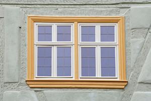 """Detail: Die Fenster erhielten eine Isolierverglasung mit aufgewalzten Bleisprossen<span class=""""bildnachweis"""">Fotos: Robert Mehl</span>"""