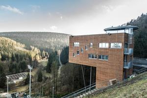 Der neue Sprungrichterturm an der Mühlenkopfschanze im hessischen Willingen sorgt für ideale Bedingungen für die Kampfrichter Fotos: Fermacell