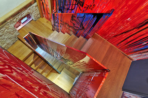 """Das Künstlerduo Thomas Lange & Hirano Mutsuo gestalten das begehbare, dreidimensionale """"Bild"""" im Treppenhaus"""