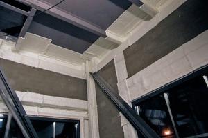 Die Innenseiten der Stahlträger wurden zur Raumseite hin mit Nähgewirkmatten gedämmt<br />