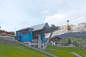 Die Talstation der Kabinenbahn in La Villa wird ganzjährig von zahlreichen Touristen genutzt
