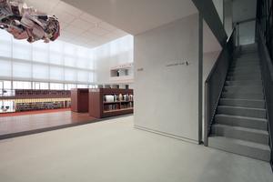 Seitlicher Treppenaufgang im neuen Lesesaal