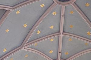 """Sternenhimmel in Eimordentvergoldung auf dem Putz eines Kuppelgewölbes<span class=""""bildnachweis"""">Fotos: Margarete Hauser / Städtische Meisterschule für das Vergolderhandwerk, München</span>"""