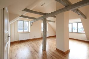 Raum im Dachgeschoss mit großer Gaube zur Straße (rechts im Bild)<br />Fotos: Thomas Wieckhorst