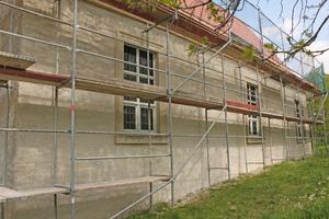 Die Fassade der Kirche in Biederitz mit neuem Putz