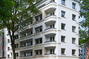 Den 2. Preis gab es in der Kategorie WDVS-Fassaden für den Umgang mit vorhandenen Stilelementen, hervorgehoben durch Dämmplattenprofile, an diesem Bestandsgebäude in Düsseldorf