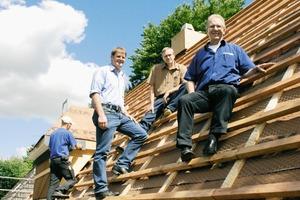 """Lars Thullesen (links) und seine Mitarbeiter wissen: will man im Handwerk """"hoch hinaus"""", so ist auch hier eine gute Bildung der """"Grundstein"""" für den Erfolg Foto: Marvin  Klostermeier"""