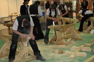 Holzbearbeitung in einer lebendigen Werkstadtt auf der denkmal 2008<br />