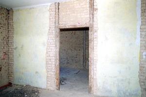 Oben links: Bundwand mit originaler Mauerwerksausfachung