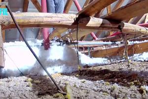 Verarbeitung Aufblasdämmung auf Decken