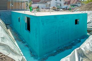 Binnen zwei Stunden war die über 100m2 große Abdichtung aller erdberührten Bauteile fertiggestellt