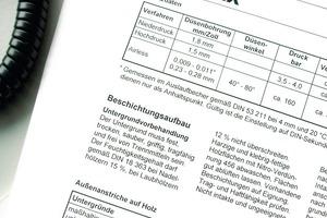 Der Hersteller des Beschichtungssystems gibt im Praxismerkblatt wichtige Informationen über den Untergrund und weist auf mögliche Untergrundsituationen hin<br />