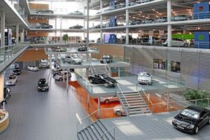 Rechts: Nach Abschluss der Fußbodensanierung können im Münchner Mercedes-Benz Center wieder die stolzen Karossen präsentiert werden