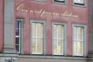 """""""Ceci n'est pas un château."""" Stimmt. Aber warum muss man das draußen draufschreiben?! (Künstlerin Annette Paul, Potsdam)<br />"""