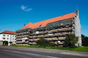 Die Fassade der um 1920 im Leipziger Stadtteil Mockau errichteten und heute denkmalgeschützten Mehrfamilienhausgruppe wurde von innen mit der Verbundplatte Rigitherm 032 gedämmt<br />