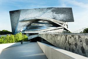 Außenansicht der Philharmonie in Paris nach Plänen des Architekten Jean Novel<br />