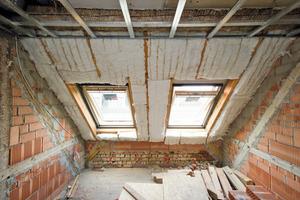 Rechts oben: Neben dem bewährten Ursa Spannfilz kam im Dachgeschoss des Gründerzeithauses auch der neue Hochleistungsdämmstoff PureOne zur Anwendung<br />