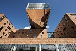 Mit dem Upper Tower ging Architekt Sergei Tchoban an die Grenzen des statisch Machbaren, denn dieser Gebäudeteil ragt 21 m Richtung Spree-ufer heraus<br />Fotos: Sakret