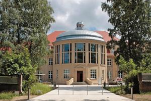 """Der Campus Schillingallee bildet zukünftig das Zentrum der Universitätsmedizin Rostock. Im Bild ist die Chirurgische Klinik und die Poliklinik Rostock zu sehen<span class=""""bildnachweis"""">Foto: Universitätsmedizin Rostock</span>"""