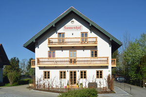 Mehr als 200 Jahre alt: Der traditionsreiche Sonnenhof in Bad Heilbrunn wurde komplett entkernt, erhielt außen ein WDVS, innen verleihen Spachtelmassen, Putze und Farben den Räumen ihre Ausstrahlung