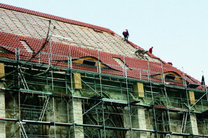 Das Dach der Kirchenschiffs erhielt auf jeder Seite zwei zusätzliche Gauben sowie eine neue Ziegeldeckung