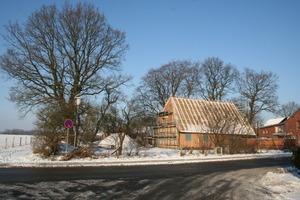"""Das aus Holzständerwerk und Dachstuhl bestehende """"innere Haus"""" ist fertiggestellt<br />"""