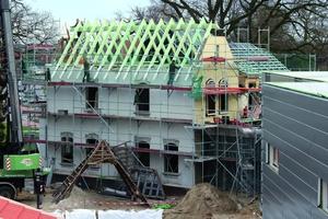 Montage des neuen Dachstuhls