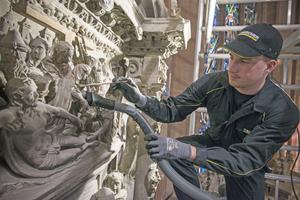 """Gerade bei filigranen Details der Skulpturengruppen war eine besonders schonende Reinigung wichtig<span class=""""bildnachweis"""">Foto: Kärcher</span>"""