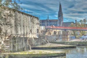 Seit 2010 wird die Brücke saniert. Die Fertigstellung ist für 2017 geplant