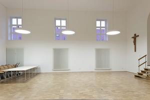 Im Veranstaltungssaal wurden die bis zu 6,40 m hohen Wände bis unter die Decke mineralisch von innen gedämmt<br />