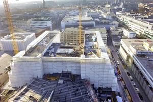 Blick aus der Vogelperspektive auf Europas größte Opernbaustelle Foto: SBK / Hexacopter Video<br />