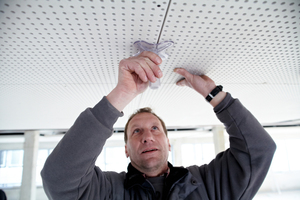 Durch die exakte Vorfertigung von Unterkonstruktion und Klimaplatten musste auf der Baustelle nur auf die genaue Ausrichtung der Platten geachtet werden<br />Fotos: Rigips