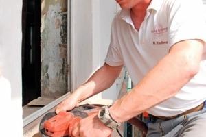 Michel Klußmann, Vorarbeiter bei Kramp &amp; Kramp, einem Fachunternehmen für Altbausanierung aus Lemgo, war mit der Handhabung und der Leistungsfähigkeit der Retecflex vollauf zufrieden<br />