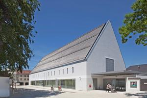 Für den Bau des neuen Kultur-  und Kongressforums ergänzte das Büro Florian Nagler Architekten  das Stadtbild von Altötting um ein weiteres Langhaus Foto: Stefan Müller-Naumann