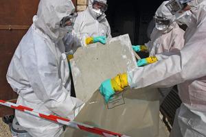 """Bei der Asbestsanierung dürfen Handwerker nur mit Körperschutzmittel und persönlicher Schutzausrüstung tätig werden<br /><span class=""""bildnachweis"""">Foto: Bernard Maurin/Fotolia.com</span>"""