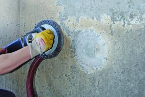 Entfernen der alten Schichten sowie aller losen Teile an der Wand