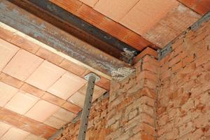 Die historischen Wandträger wurden teilweise erhalten und in die neuen Decken integriert
