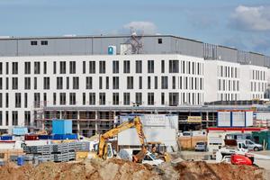 Seit Spätsommer 2013 laufen die Arbeiten zur Erweiterung des Klinikstandortes Jena-Lobeda. 2018 sollen die Arbeiten abgeschlossen sein