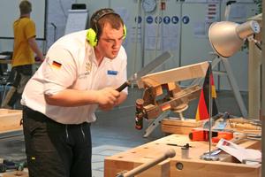 Auch in den Holz verarbeitenden Gewerken gab es eine Medaille: Bronze ging an den Zimmerer Andreas Fichter<br />