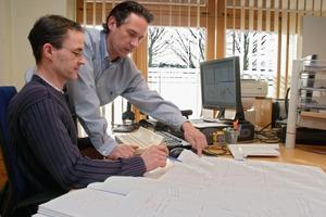 Von der genauen Arbeitsvorbereitung bis zur Ausführung der Innenausbauarbeiten auf der Baustelle bedarf die Arbeit einer modernen Schreinerei einer erstklassigen Planung