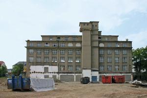 Das Produktionsgebäude des ehemaligen Verpackungsmittelwerks in Saalfeld vor Beginn der Umbauarbeiten<br />Fotos (3): Harald Gasmann / k.u.g.-architekten<br />