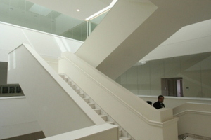 Treppenhaus mit Marmorgelag