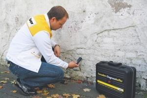 Im Rahmen einer Mauerwerksanalyse wird der Feuchte- und Salzgehalt bestimmt. Vom Ergebnis hängt der Aufbau des Sanierputzsystems ab<br />